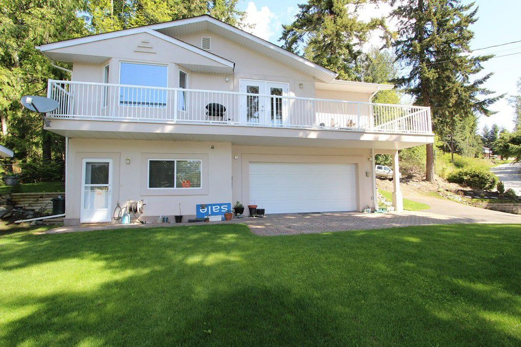 Main Photo: 7685 Golf Course Road in Anglemont: North Shuswap House for sale (Shuswap)  : MLS®# 10110438