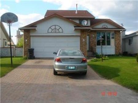 Main Photo: 23 CHOCHINOV Avenue in Winnipeg: Residential for sale (Canada)  : MLS®# 1104533