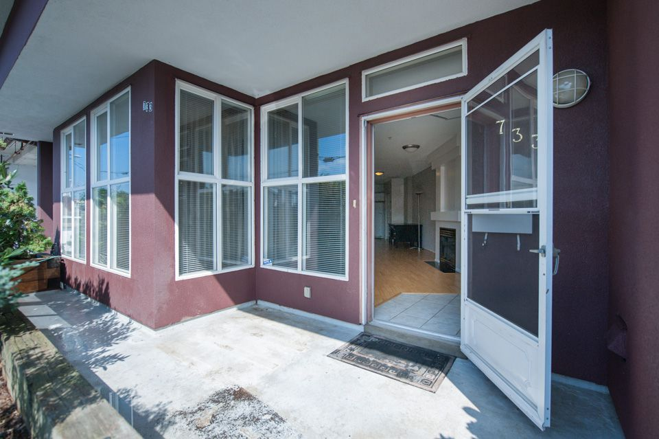 """Main Photo: 733 E 17TH Avenue in Vancouver: Fraser VE Townhouse for sale in """"Kingsgate Manor"""" (Vancouver East)  : MLS®# V1026279"""