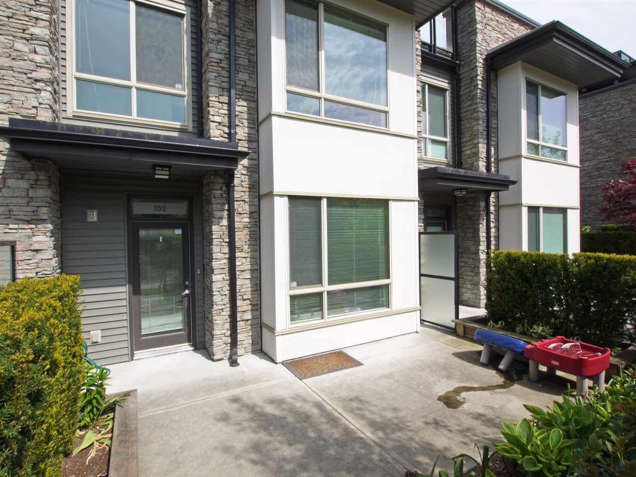 Main Photo: 102 7418 BYRNEPARK WALK in Burnaby: South Slope Condo for sale (Burnaby South)  : MLS®# R2072902