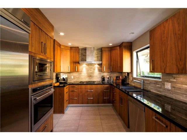 Main Photo: 1390 Emerson Way in NORTH VANCOUVER: Blueridge NV House for sale (North Vancouver)  : MLS®# v1052096