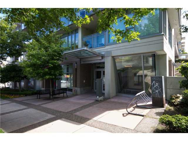 """Main Photo: 405 2520 MANITOBA Street in Vancouver: Mount Pleasant VW Condo for sale in """"VUE"""" (Vancouver West)  : MLS®# V1028189"""