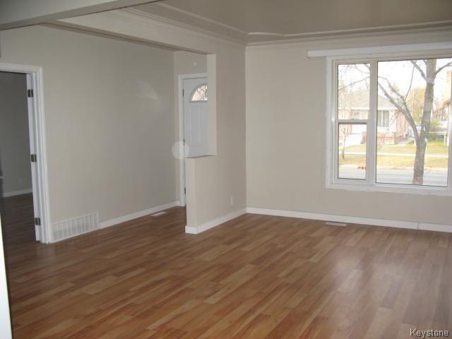 Photo 7: Photos: 704 Talbot Avenue in WINNIPEG: East Kildonan Single Family Detached for sale (North East Winnipeg)  : MLS®# 1323855