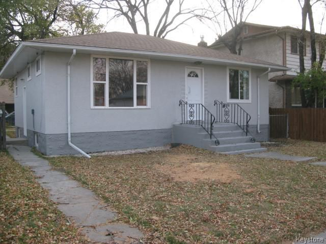 Photo 2: Photos: 704 Talbot Avenue in WINNIPEG: East Kildonan Single Family Detached for sale (North East Winnipeg)  : MLS®# 1323855