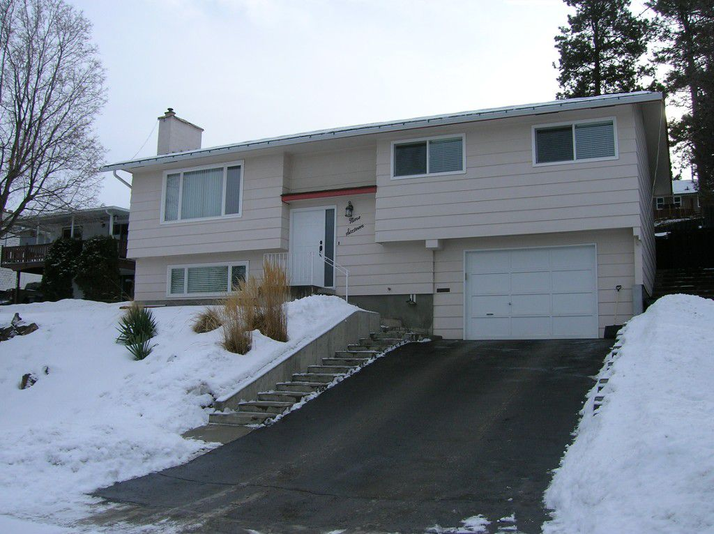 Main Photo: 916 Gleneagles Drive in Kamloops: Sa-Hali House for sale : MLS®# 120747