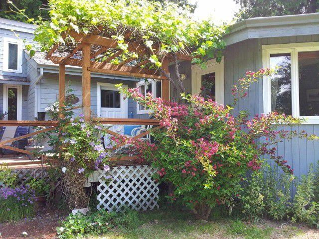 Main Photo: 1143 EDMONDS Road: Roberts Creek House for sale (Sunshine Coast)  : MLS®# V987549