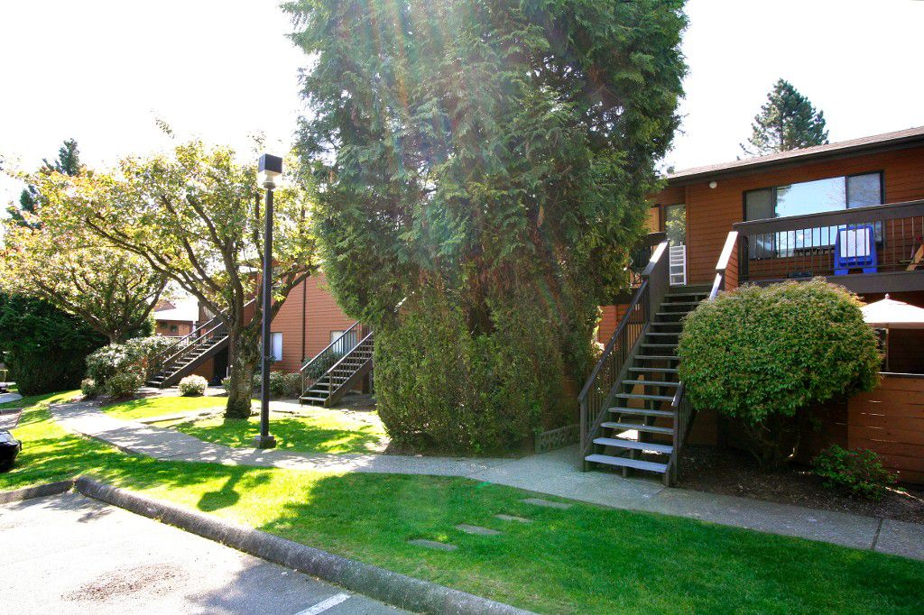 "Main Photo: 2309 10620 150TH Street in Surrey: Guildford Townhouse for sale in ""Lincoln's Gate"" (North Surrey)  : MLS®# F1212753"