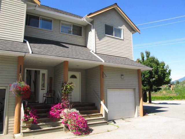 """Main Photo: 8 1700 MAMQUAM Road in Squamish: Garibaldi Estates Townhouse for sale in """"MOUNTAIN MEWS"""" : MLS®# V984133"""
