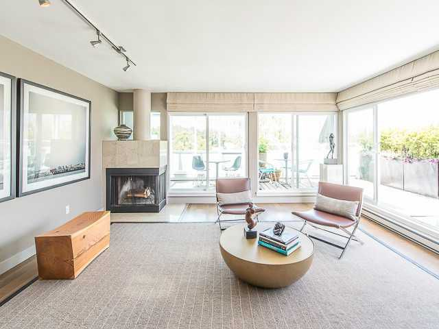 Main Photo: 2243 OAK ST in Vancouver: Fairview VW Condo for sale (Vancouver West)  : MLS®# V1081684