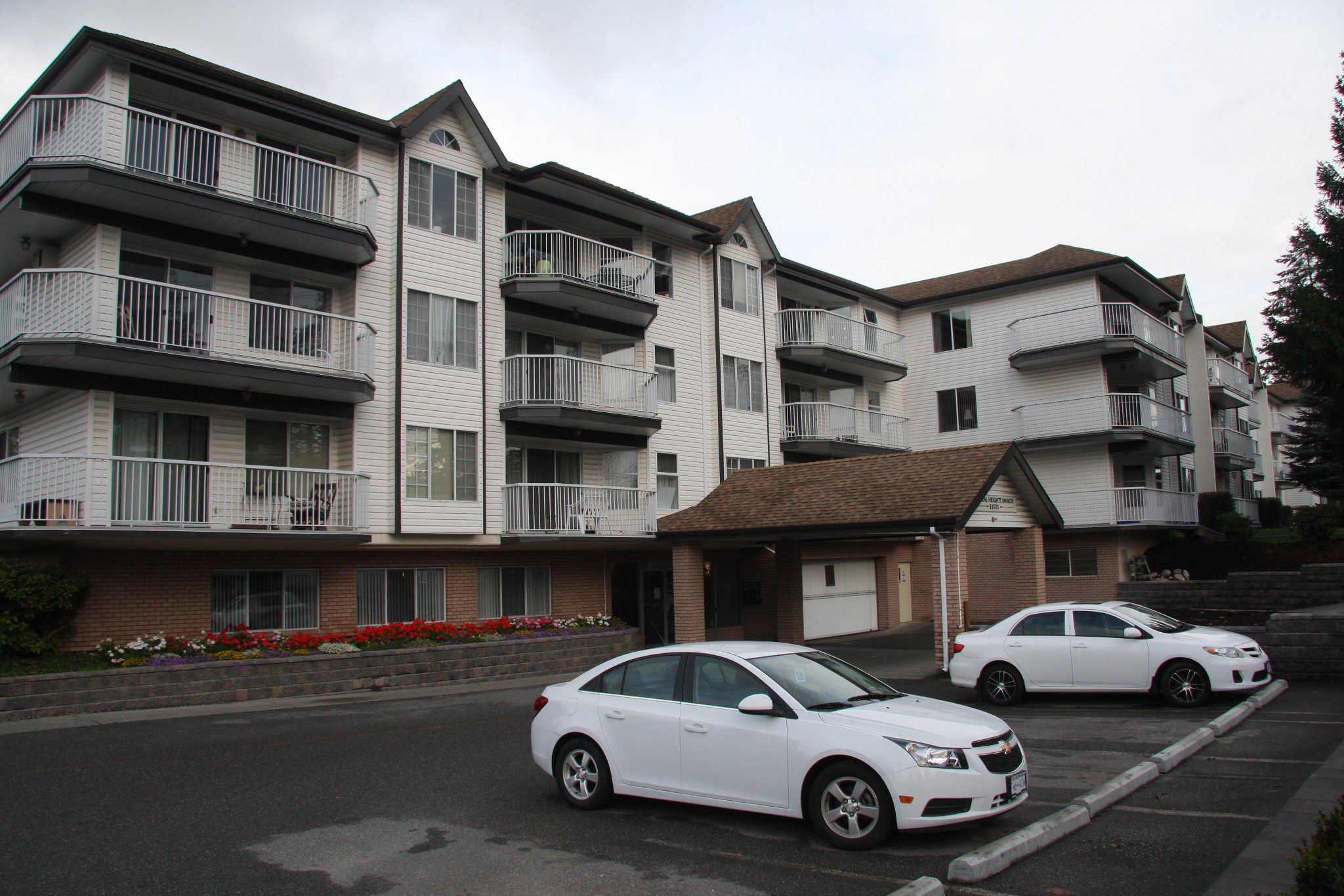 Main Photo: 319 33535 King Road in Abbotsford: Condo for sale