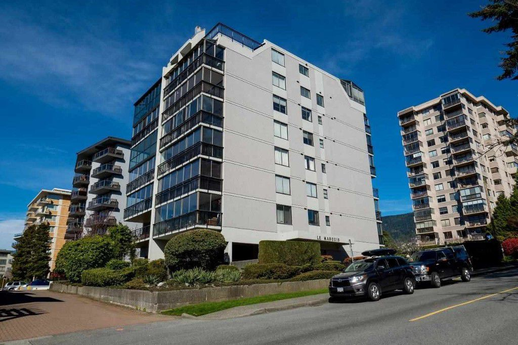 Main Photo: 302 475 13th Street in West Vancouver: Ambleside Condo for sale : MLS®# R2050732