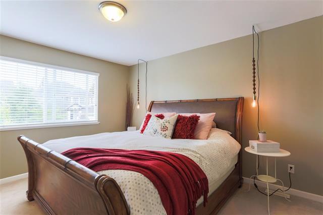 Photo 13: Photos: 16627 59A Avenue in Surrey: Cloverdale BC House for sale (Cloverdale)  : MLS®# R2287979