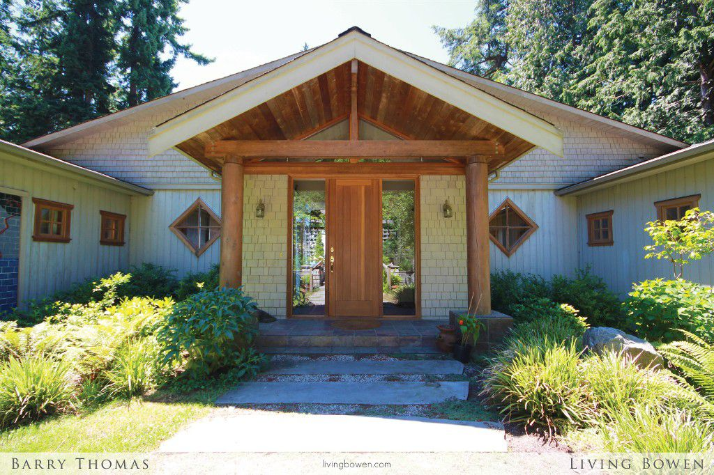 Main Photo: 1731 Arbutus Point Road in Bowen Island: Bowen Bay House for sale : MLS®# V1075335