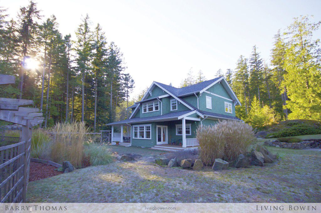 Main Photo: 321 Salal Drive: Bowen Island House for sale : MLS®# V1094118