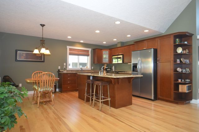 Photo 5: Photos: 2582 KINNOULL CRESCENT in MILL BAY: House for sale : MLS®# 380677