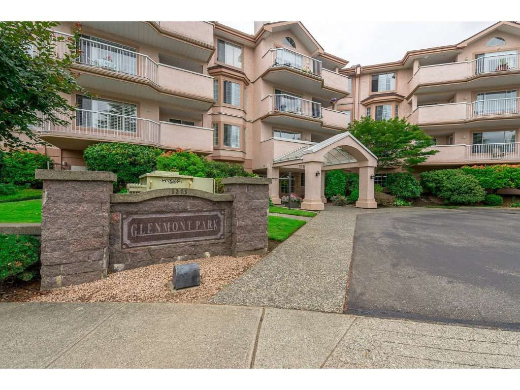 Main Photo: 208 5375 205 STREET in Langley: Langley City Condo for sale : MLS®# R2295267