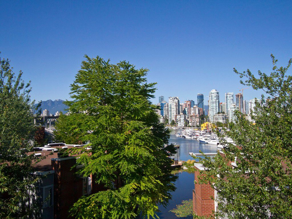 Main Photo: 302 1540 MARINER Walk in Vancouver: False Creek Condo for sale (Vancouver West)  : MLS®# V1016091