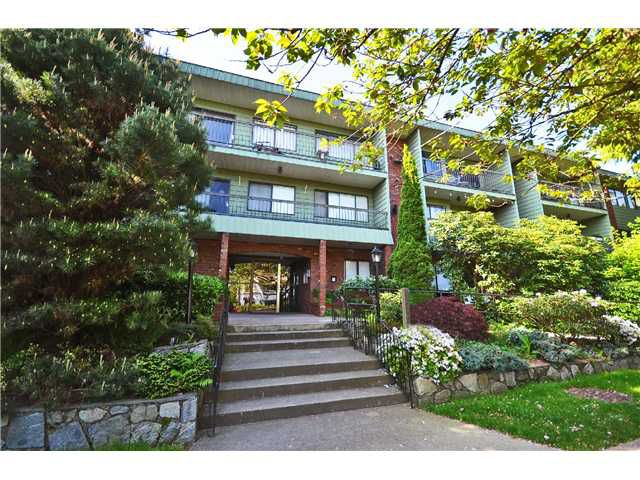 "Main Photo: 111 1844 W 7TH Avenue in Vancouver: Kitsilano Condo for sale in ""CRESTVIEW MANOR"" (Vancouver West)  : MLS®# V997311"