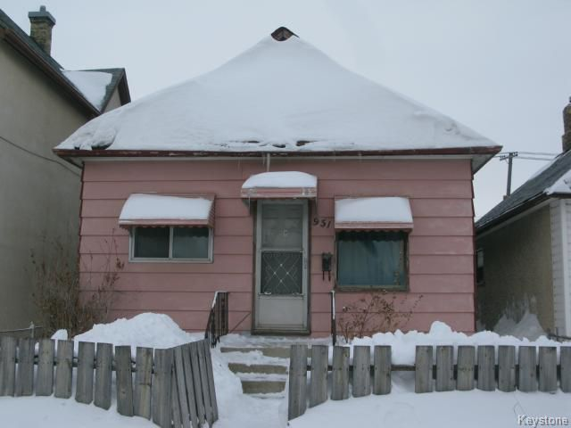 Main Photo: 951 William Avenue in WINNIPEG: Brooklands / Weston Single Family Detached for sale (West Winnipeg)  : MLS®# 1402981