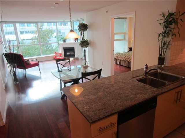 Main Photo: 303 138 E ESPLANADE in North Vancouver: Condo for sale : MLS®# V1030608