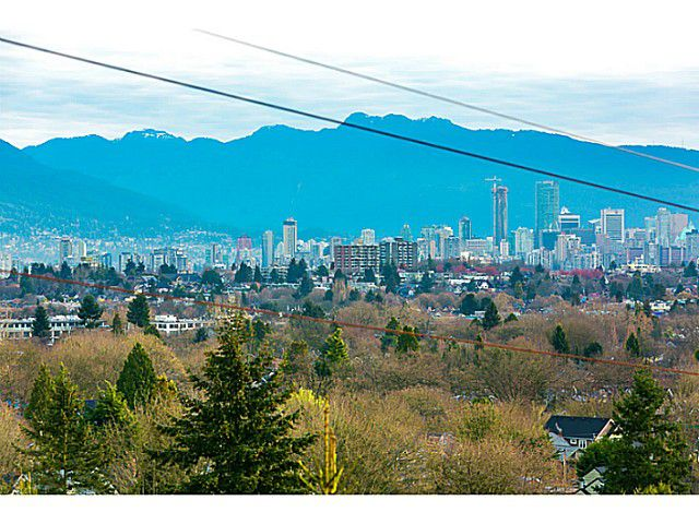 Main Photo: 3330 COLLINGWOOD ST in Vancouver: Dunbar House for sale (Vancouver West)  : MLS®# V1111789