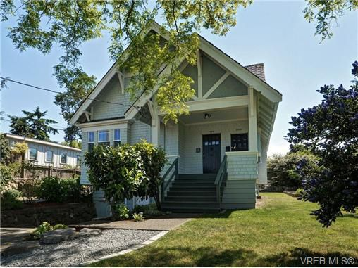 Main Photo: 1233/1235 Queens Avenue in Victoria: Vi Fernwood Revenue Duplex for sale : MLS®# 351614