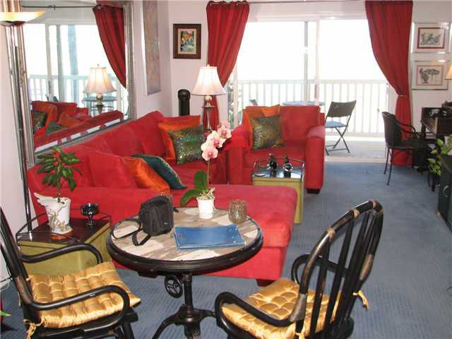 Main Photo: PACIFIC BEACH Condo for sale : 1 bedrooms : 4015 Crown Point Drive #203 in San Diego