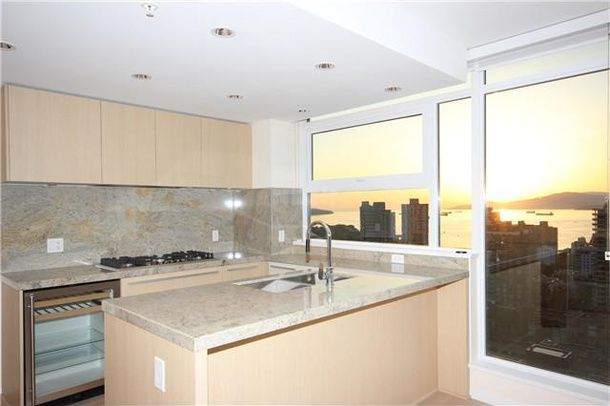 Main Photo: 2801 1351 Continental Street in Vancouver: Yaletown Condo for sale (Vancouver West)  : MLS®# V1064363