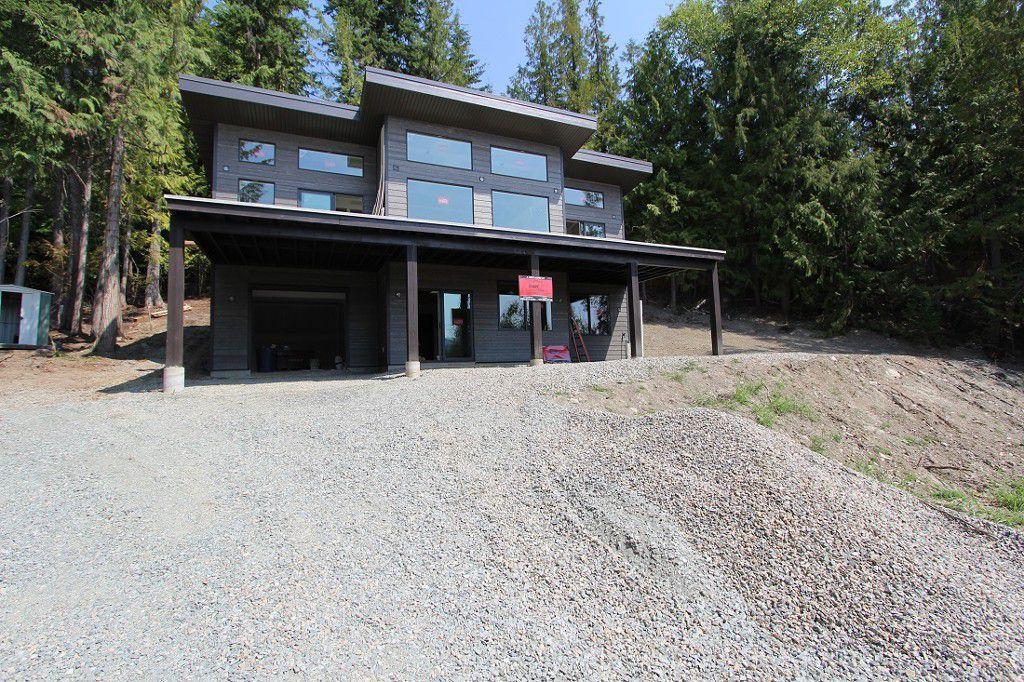 Main Photo: 2728 Fraser Road in Anglemont: North Shuswap House for sale (Shuswap)  : MLS®# 10101552