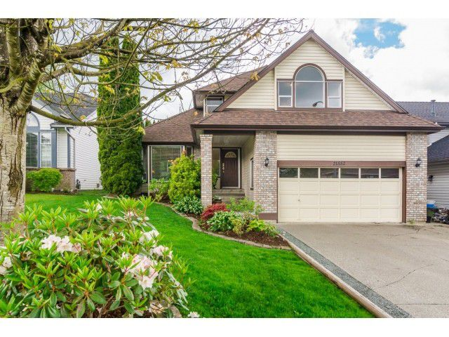 Main Photo: 21552 86A Crescent in Langley: Walnut Grove House for sale : MLS®# F1440535