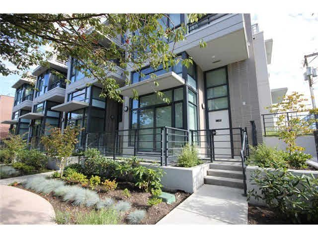 Main Photo: 408 E 11 Avenue in Vancouver: Mount Pleasant VE Townhouse for sale (Vancouver East)  : MLS®# R2027635
