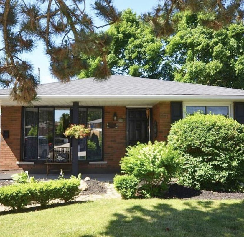 Main Photo: 1298 Rosemary Crescent in Burlington: House for sale : MLS®# H4054230