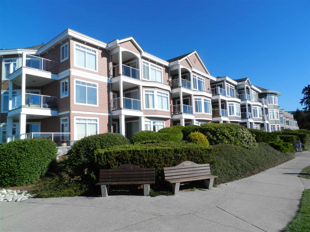 Main Photo: 206 5470 INLET AVENUE in Sechelt: Sechelt District Condo for sale (Sunshine Coast)  : MLS®# R2120136