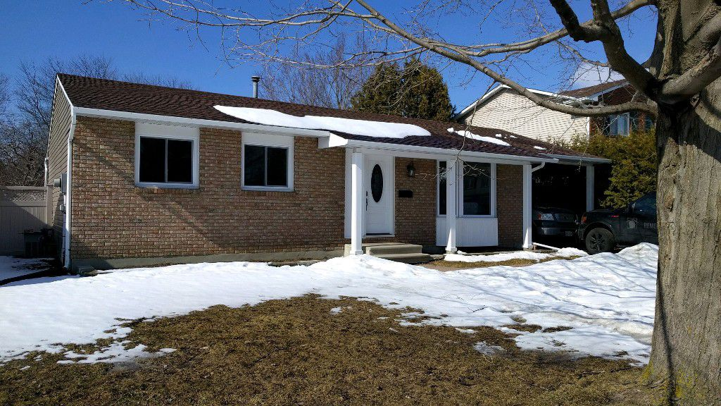 Main Photo: 84 Seabrooke Drive in Kanata: Glen Cairn House for sale : MLS®# 1048020