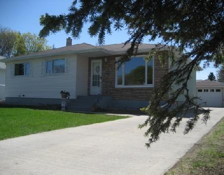 Main Photo: Beautiful Remodeled home!