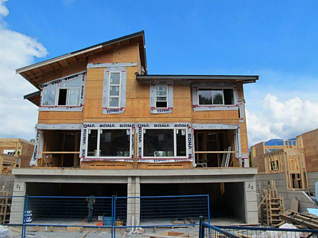 "Main Photo: SL 19 41488 BRENNAN Road in Squamish: Brackendale House 1/2 Duplex for sale in ""RIVENDALE"" : MLS®# V1007276"