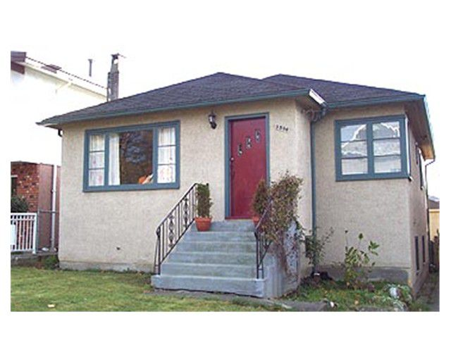 Main Photo: 2586 Dundas Street in Vancouver: Hastings East House for sale (Vancouver East)  : MLS®# V858026