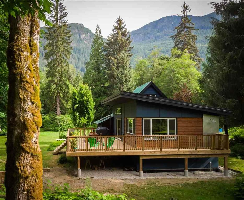 Main Photo: 472 Deboer Lane in Squamish: House for sale : MLS®# R2355624