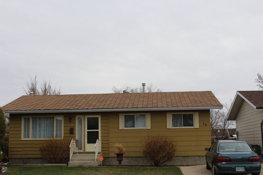 Main Photo: 16 in Moose Jaw: Single Family Dwelling for sale : MLS®# 606214