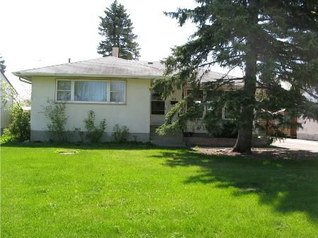 Main Photo: Lovely 3 Bedroom Bungalow