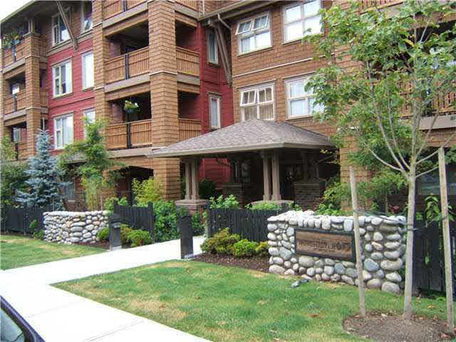 Main Photo: 209 675 PARK CRESCENT in New Westminster: GlenBrooke North Condo for sale : MLS®# R2065075
