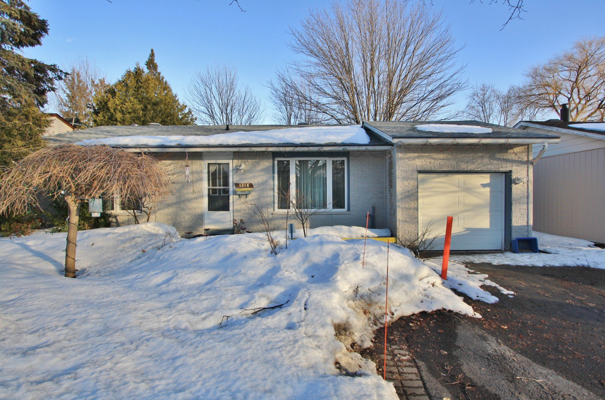 Main Photo: 1316 Alloway Crescent in Ottawa: House for sale (Carson Grove)