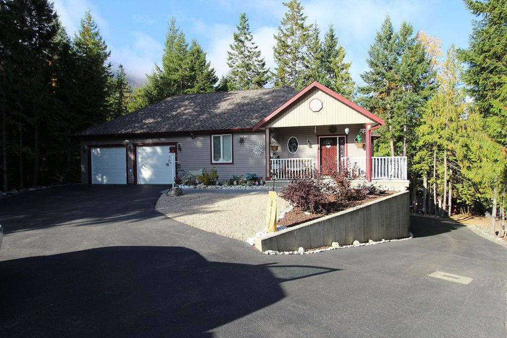 Main Photo: 2230 Wildflower Lane: Sorrento House for sale (Shuswap)  : MLS®# 10083229