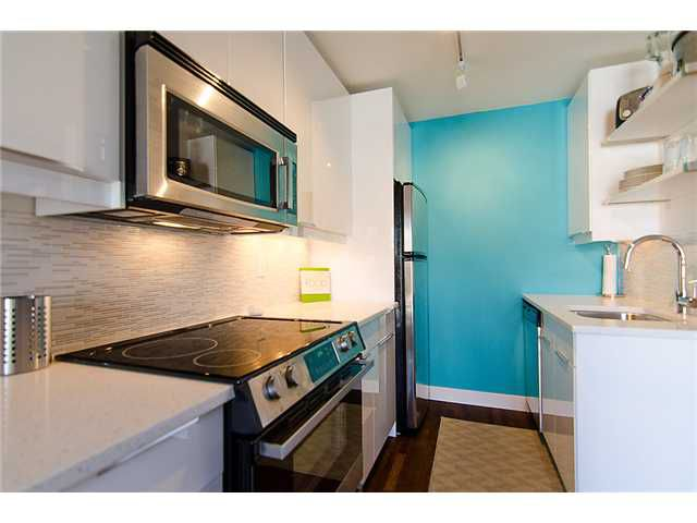 Main Photo: 211 2125 West 2nd Avenue in Vancouver: Kitsilano Condo for sale (Vancouver West)  : MLS®# V1067143