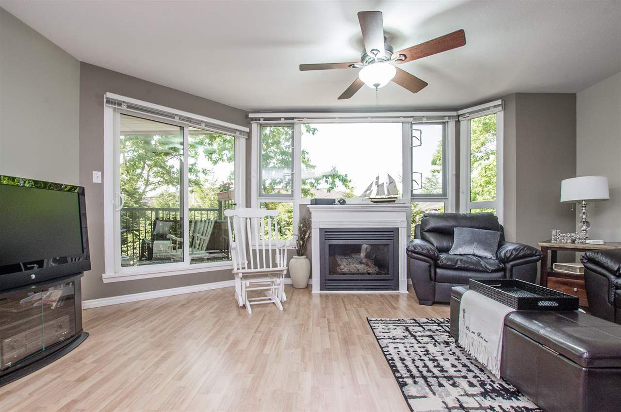 Main Photo: 206 11595 FRASER STREET in : East Central Condo for sale : MLS®# R2273934