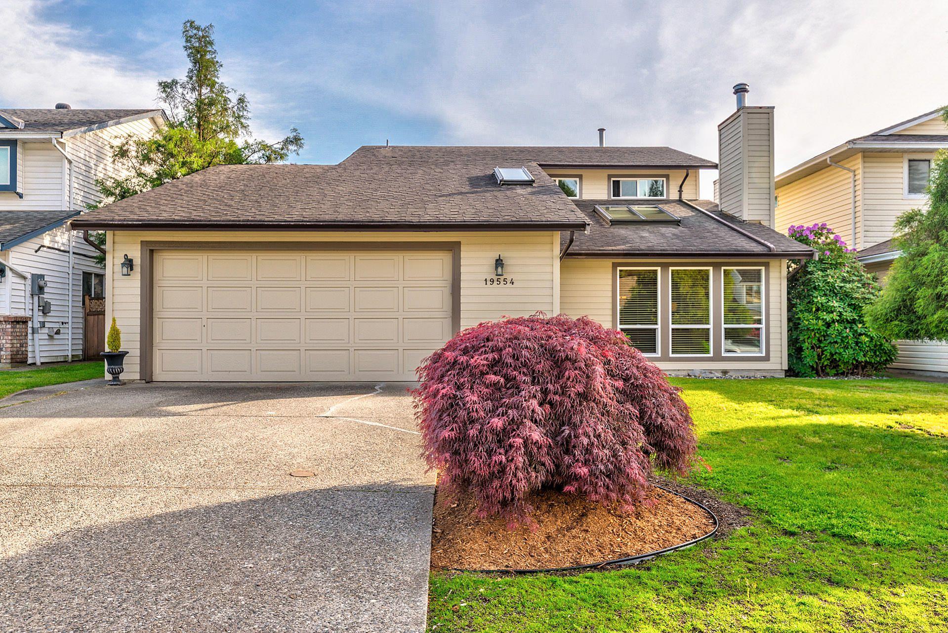 Main Photo: 19554 Oak Terrace in Pitt Meadows: Mid Meadows House for sale : MLS®# R2369640