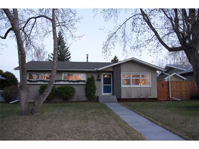 Main Photo: 615 WOODSWORTH Road SE in CALGARY: Willow Park Residential Detached Single Family for sale (Calgary)  : MLS®# C3520384