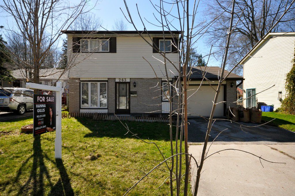 Main Photo: : Freehold for sale : MLS®# N2323965