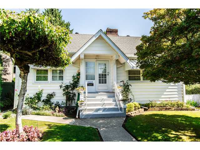 """Main Photo: 327 ARBUTUS Street in New Westminster: Queens Park House for sale in """"QUEENS PARK"""" : MLS®# V1081789"""