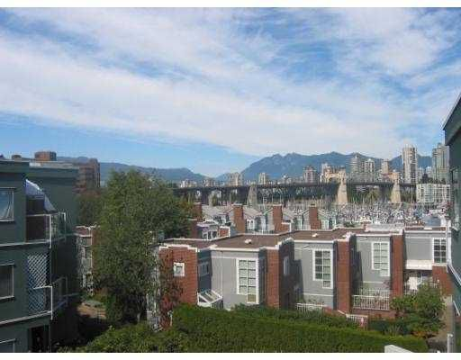 """Main Photo: 1530 MARINERS Walk in Vancouver: False Creek Condo for sale in """"MARINERS POINT"""" (Vancouver West)  : MLS®# V619520"""